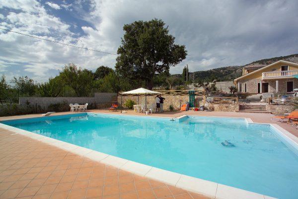 Realizzazione e costruzione piscine, strutture sportive, campi sportivi e giardini